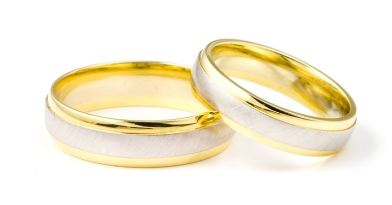 Wedding Website Offers Couples $10,000 To Get Married (But There's A Controversial Catch)